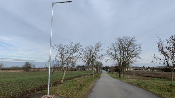 Cesta na cintorín a k plánovanému zbernému miestu má nové osvetlenie